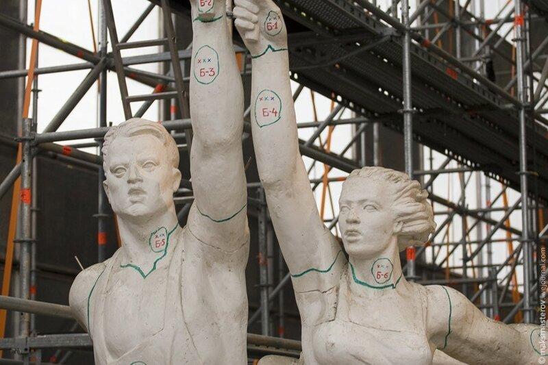 На макет нанесены линии стыка деталей и основые точки сопряжения с каркасом Рабочий и колхозница, внутри, интересно, монумент, статуя