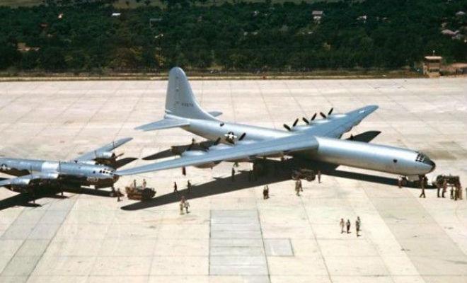 Ядерный бомбардировщик из 50-х