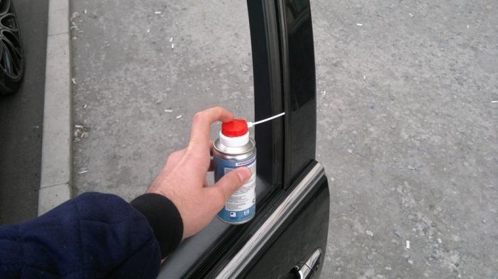 Места в автомобиле, которые обязательно нужно смазывать зимой