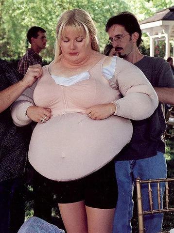Актрисы, которые носили костюм, превращающий их в толстушек