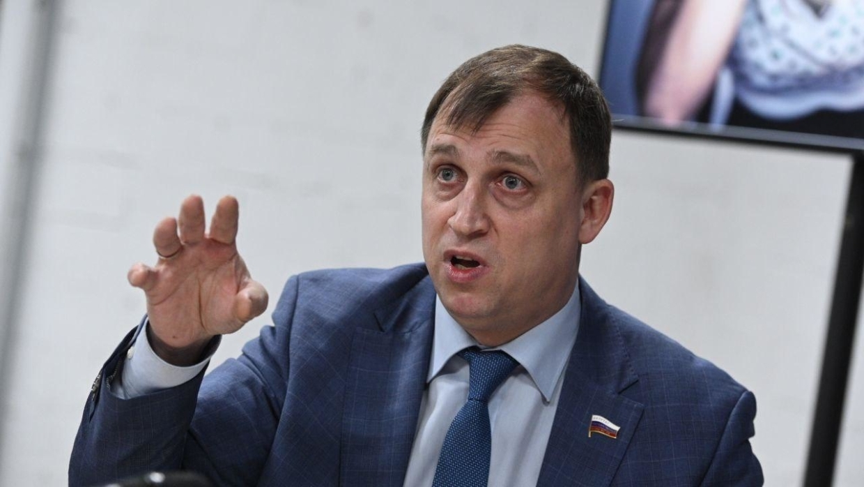 Волосы дыбом встают: депутат Вострецов о росте числа ЛГБТ-героев в фильмах Marvel Общество