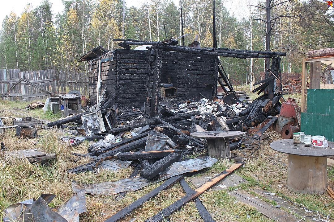 В огне семья лишились единственного крова и потеряла все вещи Фото: Алиса КОЗЛОВА