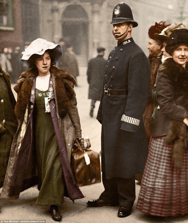 3. Суфражистка Мейбл Каппер в Лондоне, 1912 год. За шесть лет участия в WSPU, Каппер была заключена в тюрьму шесть раз, объявляла голодовку, а также стала одной из первых суфражисток, подвергшихся принудительному кормлению. интересное, исторические фото, история, колоризация, колоризированные фото, суфражистки, факты, фото