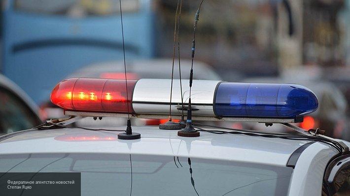 В Липецке иномарка снесла дорожное ограждение