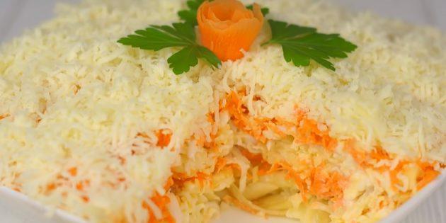 Слоёный салат с яблоком, морковью, яйцами и сыром