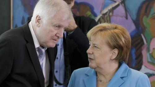 Беженцы против Меркель