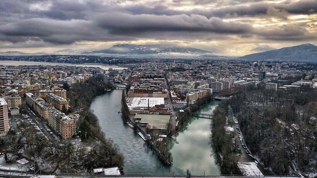 Место встречи двух рек с разным цветом воды