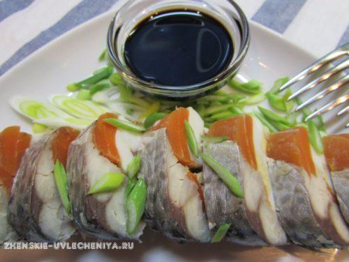 Рецепт рулета из скумбрии с морковью и яйцом – радужная закуска для гурманов