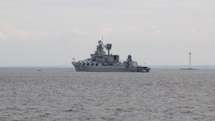 Британцы плавали на каноэ вокруг российских кораблей