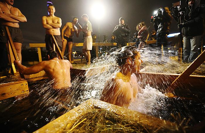 Готовьтесь к очередям! На крещенские купания в Москве ожидают большой наплыв желающих окунуться