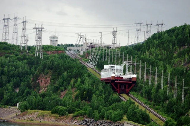 Как корабли преодолевают гидроэлектростанции?