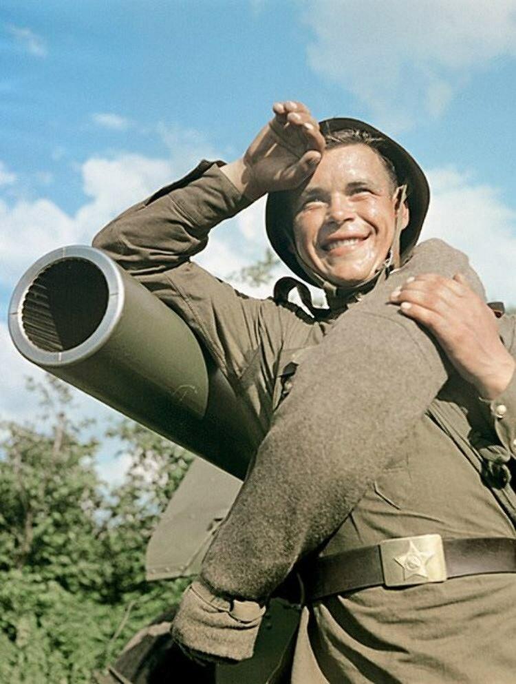 Гвардии младший сержант В. Агапов — командир одного из лучших расчетов Н-ской гвардейской части. 1952 год СССР, фото, это интересно