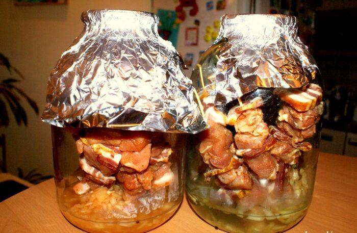 Шашлык в банке: как приготовить сочное мясо без мангала и у себя дома