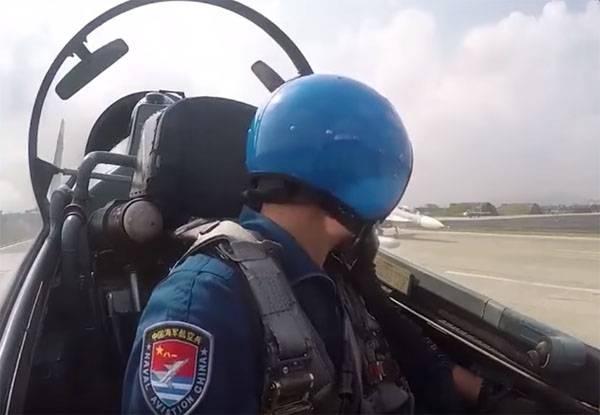 """Пилотов Су-30 ВМС Китая тренировали """"экстремальными вводными"""""""