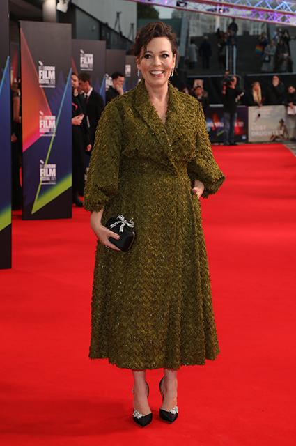 """Дакота Джонсон, Мэгги Джилленхол и другие на премьере фильма """"Пропавшая дочь"""" в Лондоне Красная дорожка"""