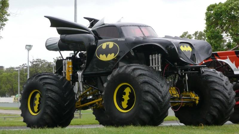 Вырос и решил построить собственный бэтмобиль. большие игрушки, большие мальчики, прикол, юмор