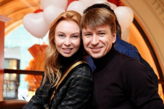 Звездные пары, которые долгое время жили в гражданском браке