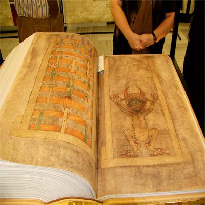 """Кем была написана """"Библия Дьявола""""?"""