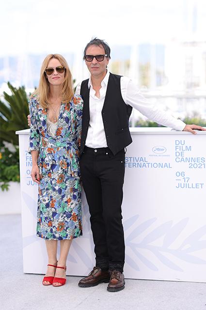 Редкий выход: Ванесса Паради c мужем Самюэлем Беншетри представили фильм в Каннах Звездные пары