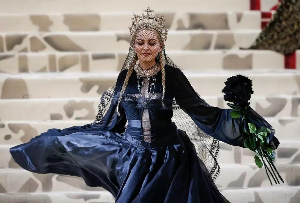 Знаменитости с королевским происхождением: кто они и почему не говорят о своих дворянских корнях