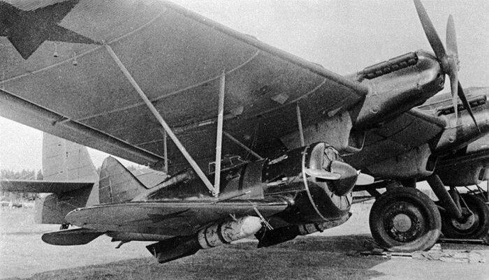 Бомбардировщик ТБ-3 с подвешенным истребителем И-16 #Фотографии, #история, #факты, .война