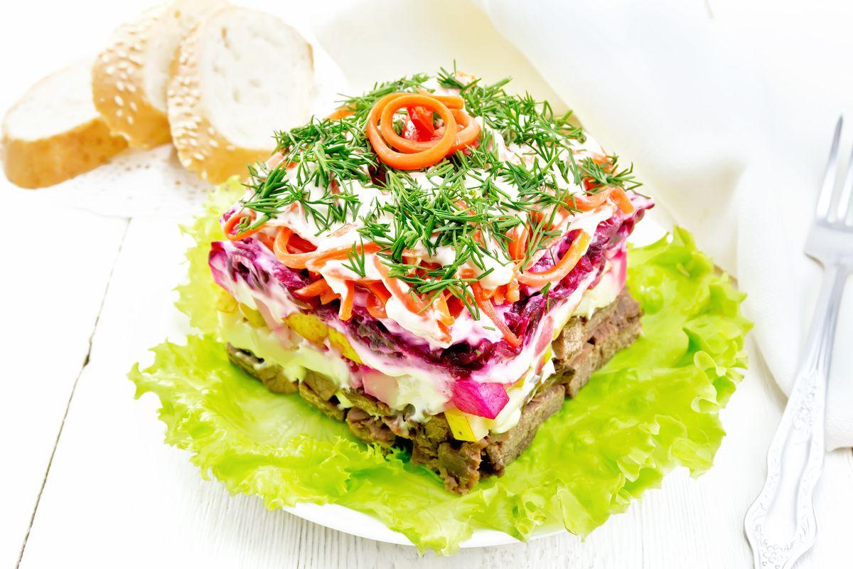 Пикантный слоеный салатик «Чародей» салаты