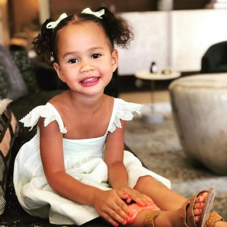 Крисси Тейген раскритиковали за яркий маникюр трехлетней дочери Звездные дети