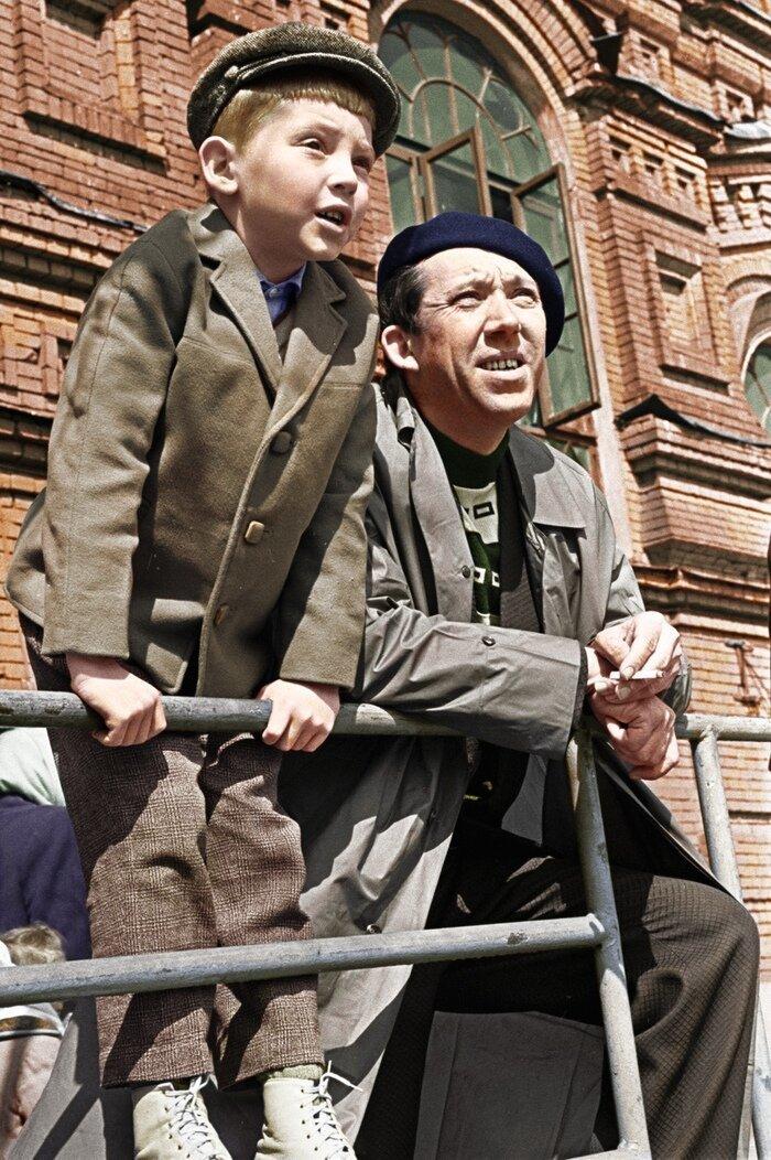 Юрий Никулин с сыном Максимом на Красной площади позитив, фото, это интересно