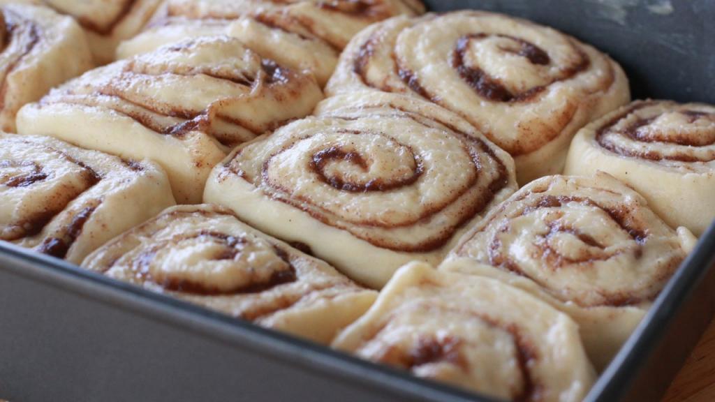 Сдобные булочки с корицей: рецепт приготовления с фото