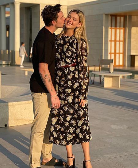 Невеста Бруклина Бекхэма Никола Пельтц спровоцировала слухи о беременности Звездные пары