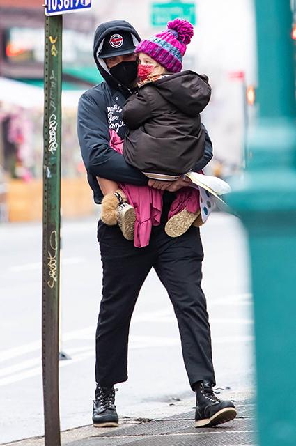 День творчества: Брэдли Купер провел время с дочерью Леей в Нью-Йорке Звездные дети
