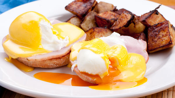 Яйца Бенедикт с хрустящей па…