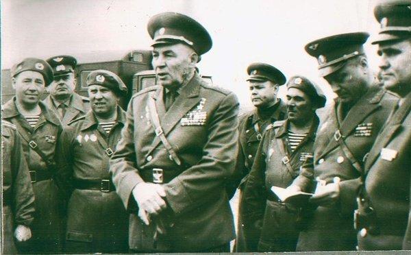 Как Дядя Вася со своими десантниками пьяных курсантов на танке ловил