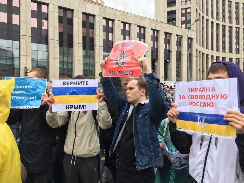 Образы белоленточной революции в России: Дворкович, Жуков, Face и американский посол
