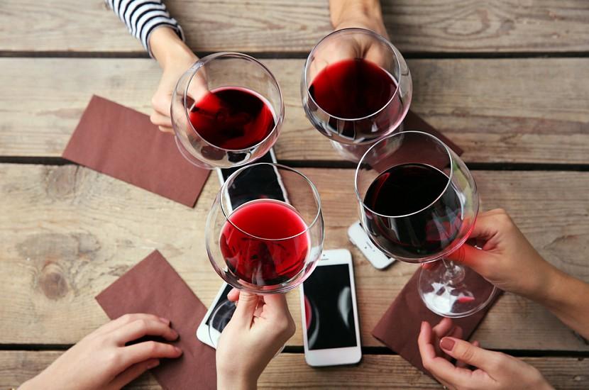 Веские причины выпить бокал вина