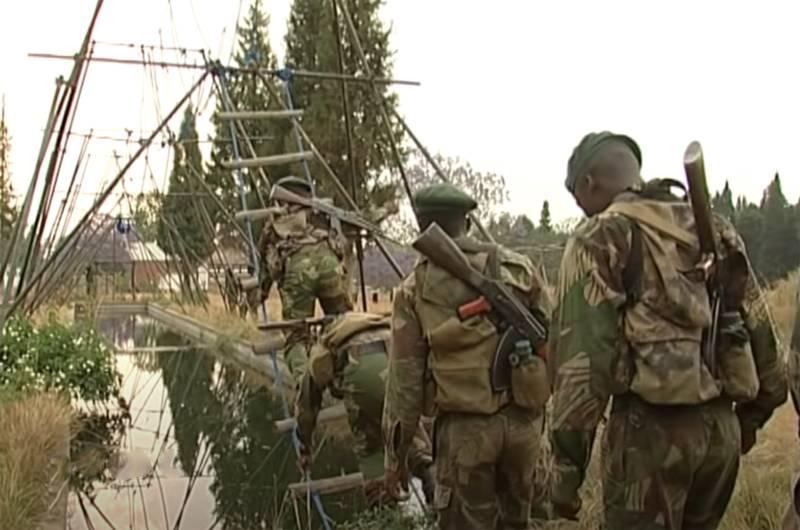 С местным колоритом: Подготовка бойцов спецназа Зимбабве