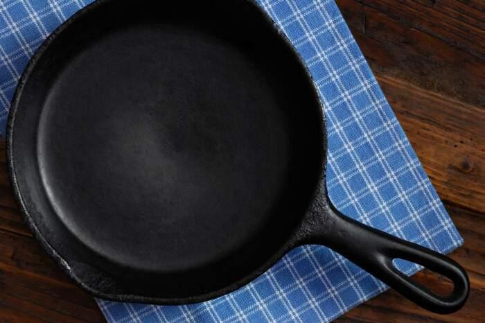 Практичный способ, как жарить на старой сковороде, чтобы потом не отскребать с нее еду готовим дома,полезные советы