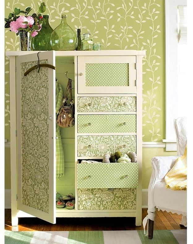 декор мебели обоями - платяной шкаф
