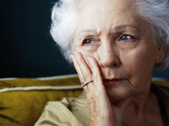 Эта пожилая женщина, потеряв…