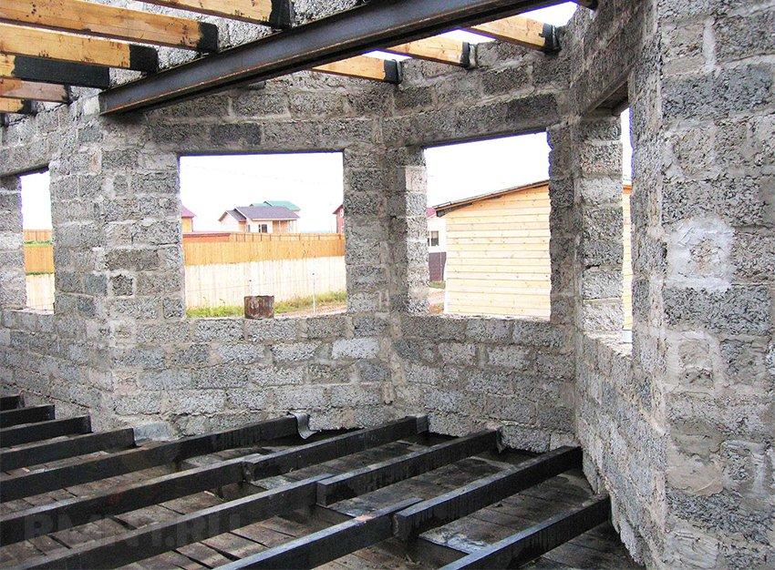 потолок из арболита