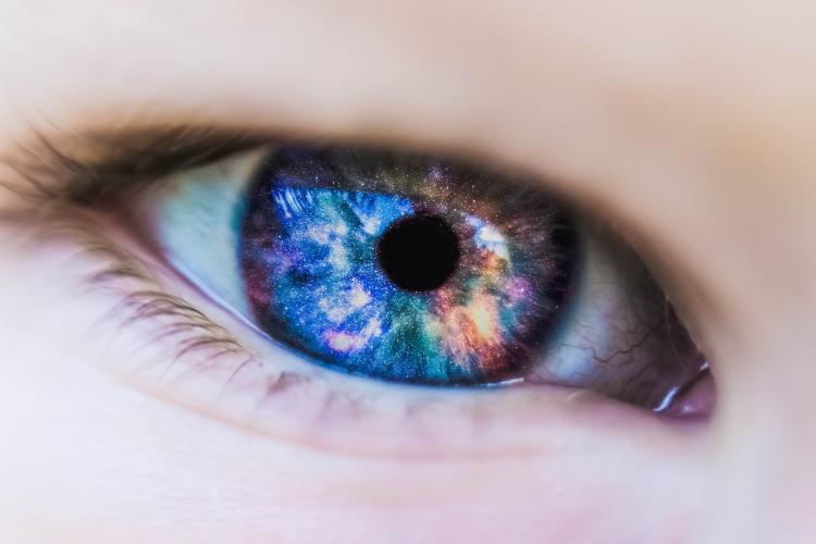 Что выбрать: контактные линзы или очки