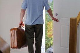 Картинки по запросу фото муж выгоняет из дома
