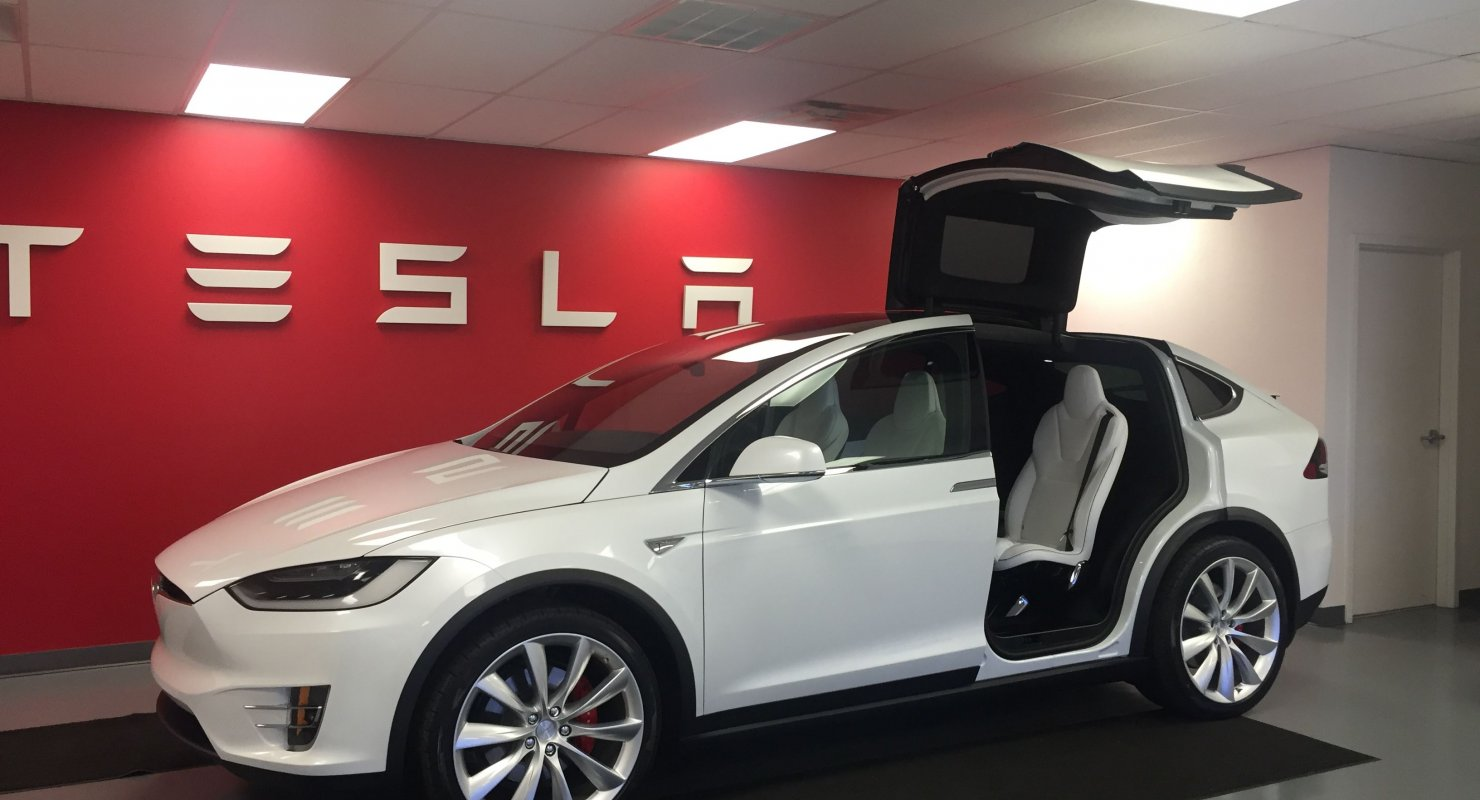 Tesla принимает биткоины в качестве оплаты за автомобили Автомобили
