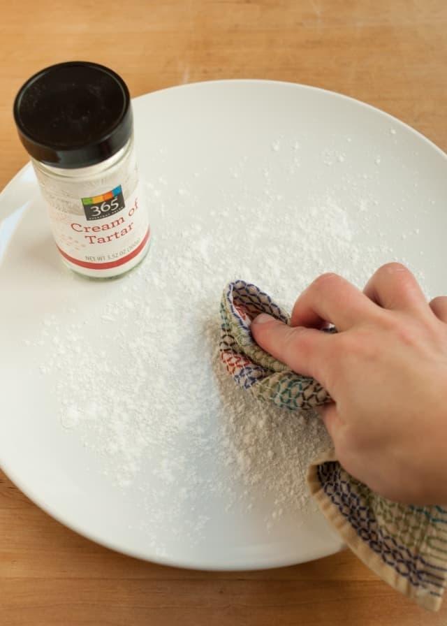 7 удивительных вещей, которые вы можете очистить с помощью винного камня