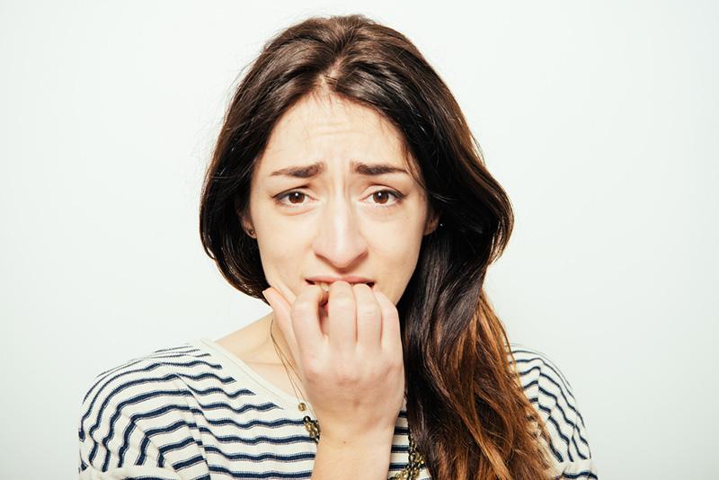 У привычки грызть ногти могут быть более глубокие причины, чем нервозность