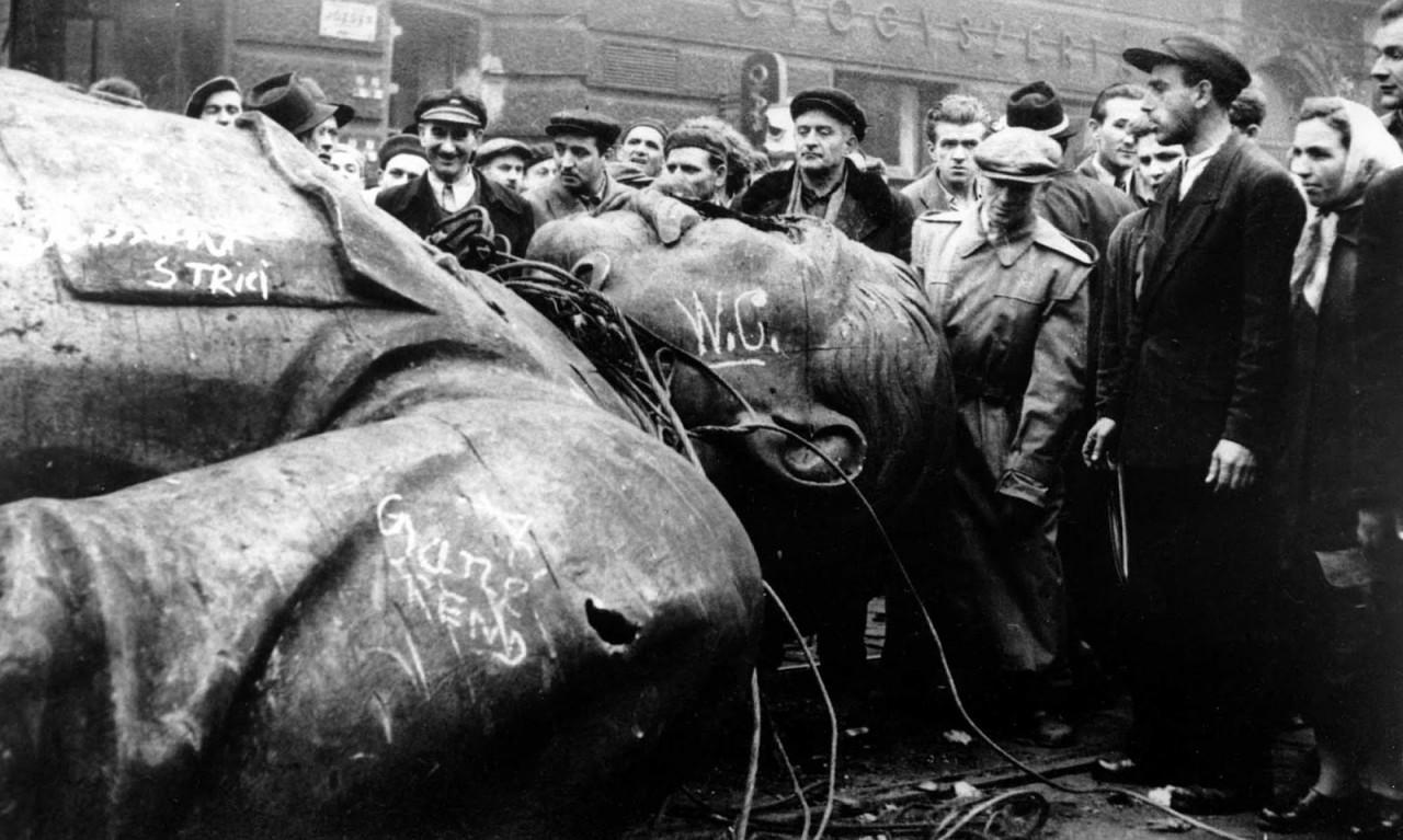 Сегодня Хрущёв разоблачил Сталина.