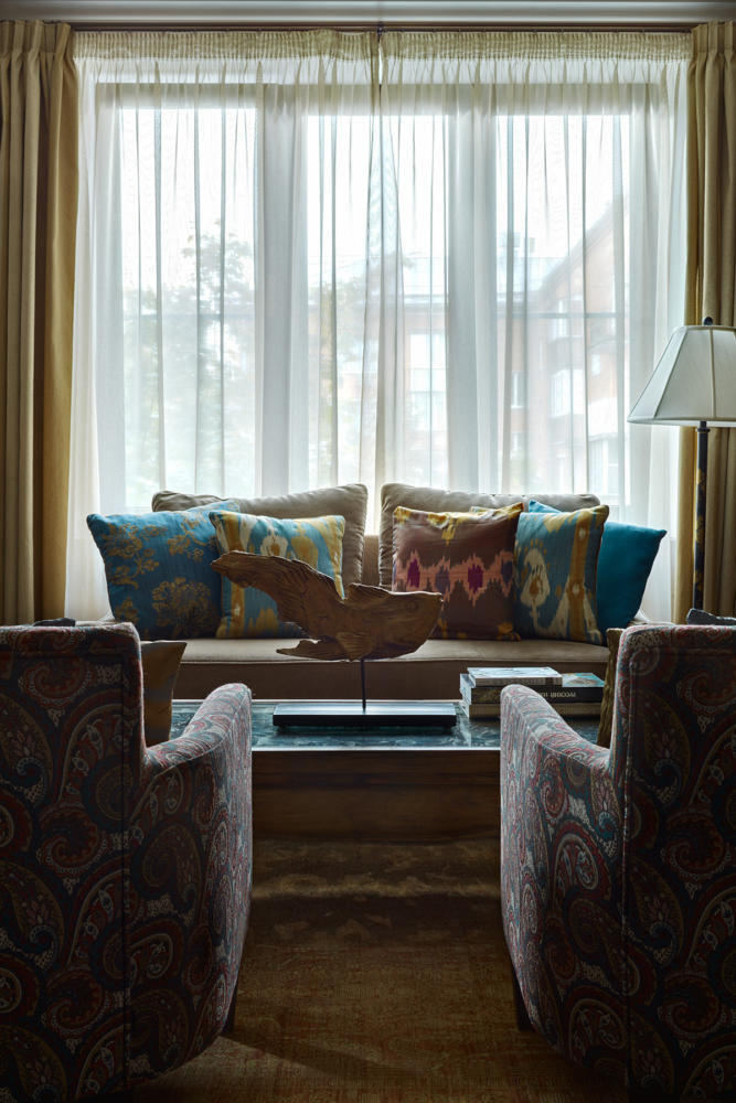 Гостиная в цветах: Бежевый, Бирюзовый, Зеленый, Светло-серый, Темно-коричневый. Гостиная в стиле: Неоклассика.