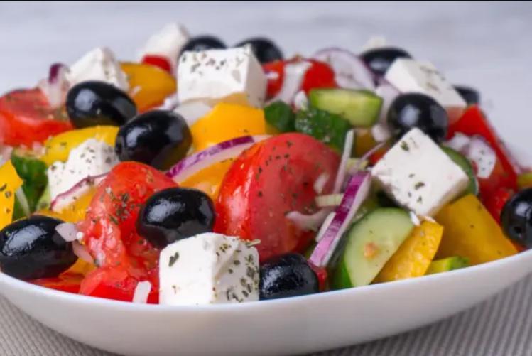 Как правильно приготовить любимый греческий салат