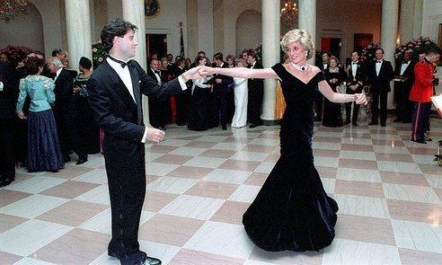 23. Принцесса Диана танцует с Джоном Траволтой на торжественном приеме, устроенном четой Рейганов в Белом доме Instagram, звезды, знаменитости, знаменитости в молодости, известные, редкие фото, селебрити, старые фото