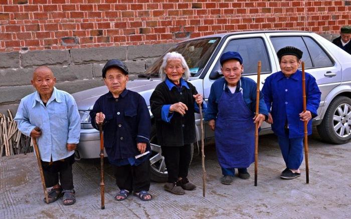 Жители китайской деревни Янгси.